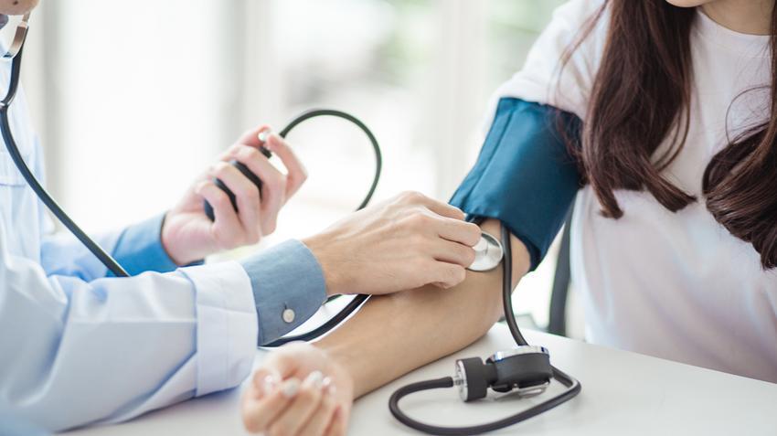 magas vérnyomás kezelésére szolgáló hely pontok a füleken magas vérnyomás esetén