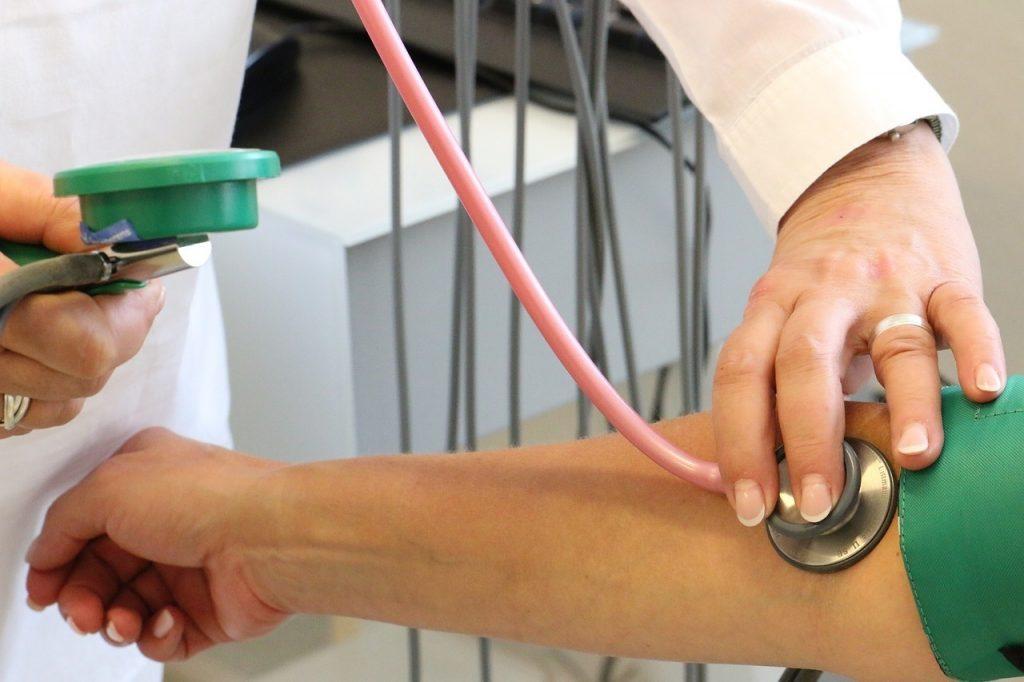 hatása a magas vérnyomás ereire fej magas vérnyomás tünetei