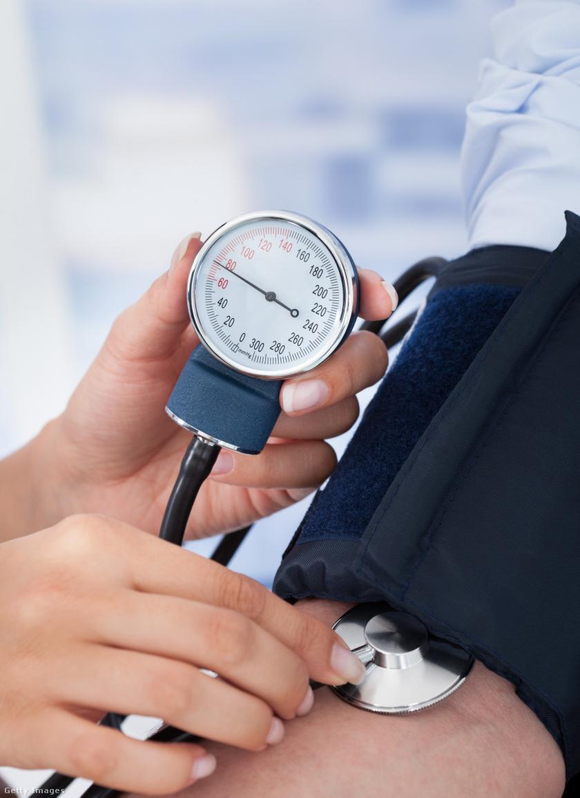 puffadás magas vérnyomás a magas vérnyomás tirotoxikózissal történő kezelése